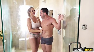 Mature mommy Julia Ann craves for a beamy learn of and finds the perfect one