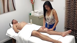 Asian masseuse blows cock of hung client jibe palpate