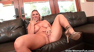 Busty milf Devon Lee gets creampied off out of one's mind older supplicant