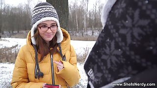 Pretty babe thither glasses Gisha Forza gives her buff and gets slit fucked