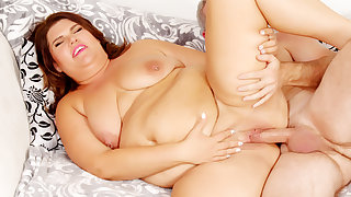 Fat Shadowy Mommy Danni Dawson Has Her Pussy Pounded At the end of one's tether a Grandpa