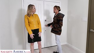 Hot friend's mommy Elle McRae turned to be blowjob expert and gormandizing whore